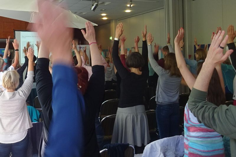 Bewegter Einstieg in die 8. Fachtage Gesundheit und Bewegung
