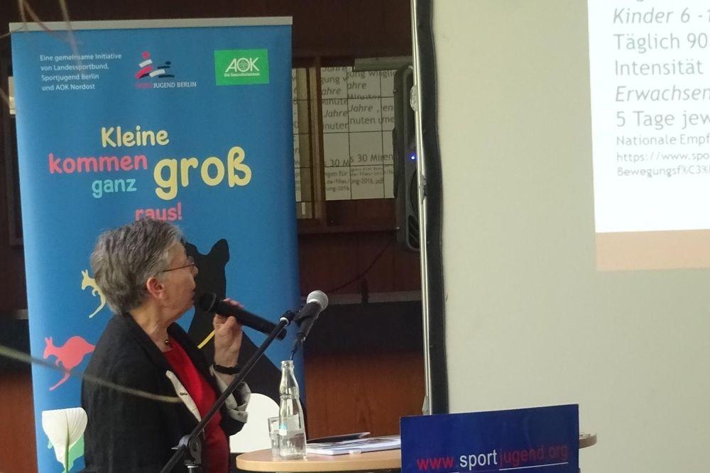Dozentin Prof. Ulrike Ungerer-Röhrich zum Thema Schritt für Schritt zu einer bewegten Kita